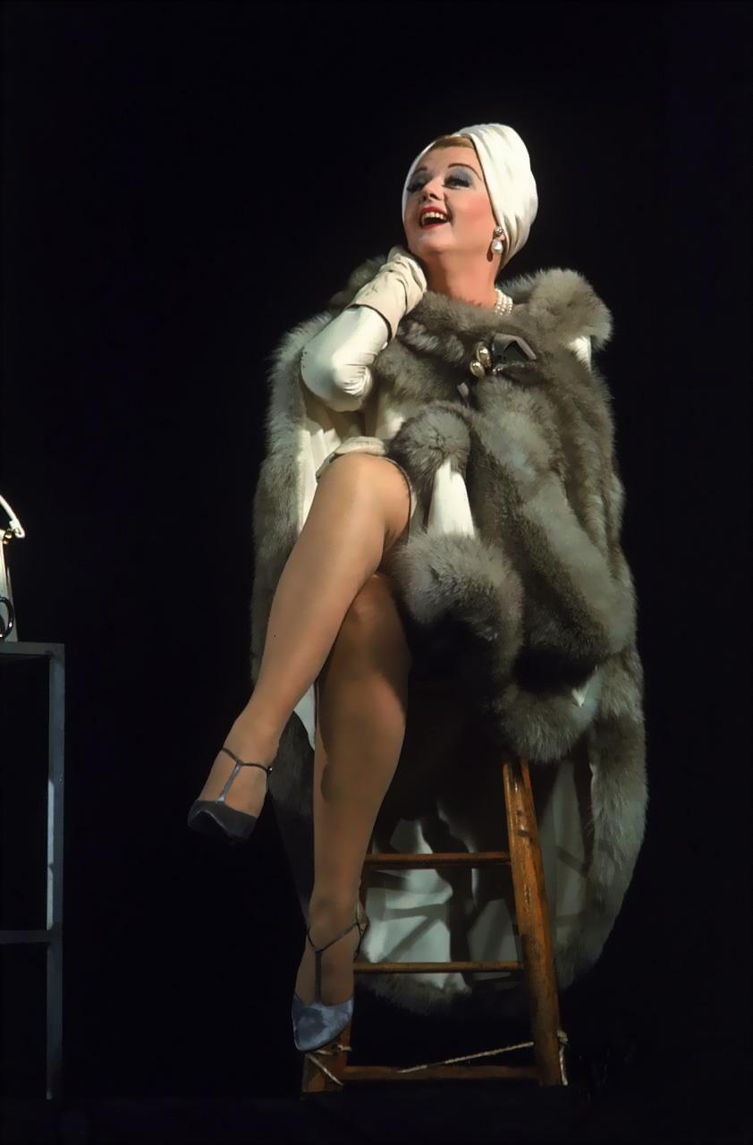 Amores Perros Escenas Hot operaqueen: angela lansbury/mame – opera