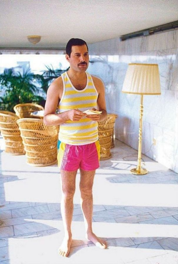 ba789e485e71d 24 fascinating vintage photographs of Freddie Mercury in his short shorts.