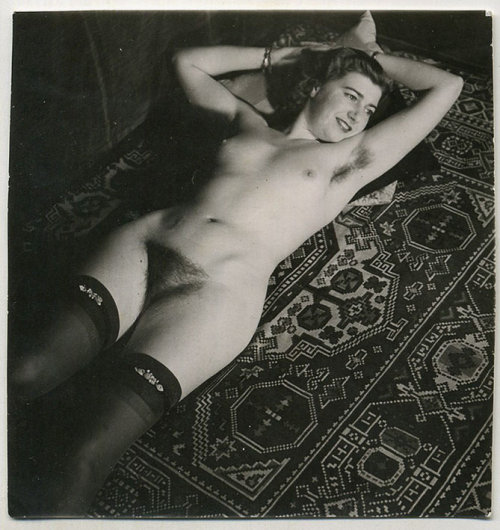 Gorgeous vintage nude (with stockings!)