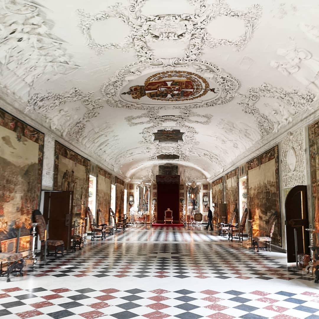 王様に謁見するよ (Rosenborg Castle)https://www.instagram.com/p/Bn8bfX5hPQc/?utm_source=ig_tumblr_share&igshid=1273ckl1d6160