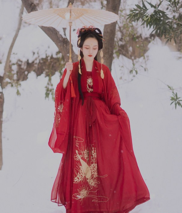 629d0fead Compared to most other hanfu styles, waist-high ruqun is relatively easy to  move around in. Its flowing lines move gracefully to reflect the wearer's  ...
