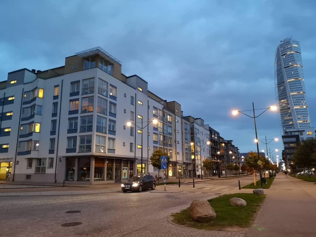 マルメ。どこに似てるって、幕張に似てるんだよね、なんか街並みが。 (Malmö, Sweden)https://www.instagram.com/p/Bn9Uy-FB7pl/?utm_source=ig_tumblr_share&igshid=13q7jrx84jl46