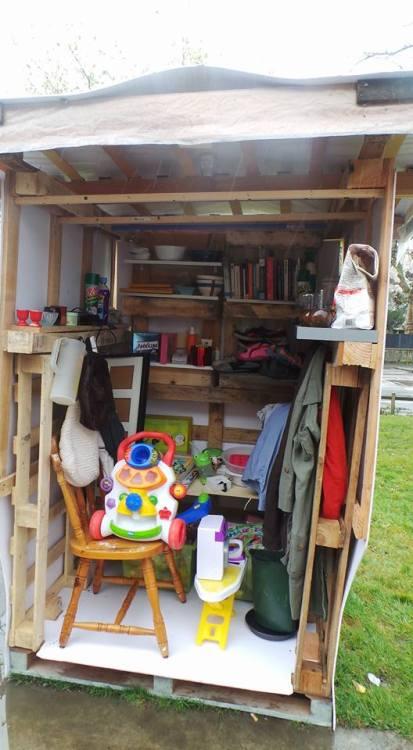 Malgré la pluie, La boîte Utile Bottière a été inaugurée le 26 mars en présence de nombreux habitants venus la découvrir.Elle se situe sur l'esplanade de la maison de Quartier, route de Ste Luce: n'hésitez pas à l'utiliser !