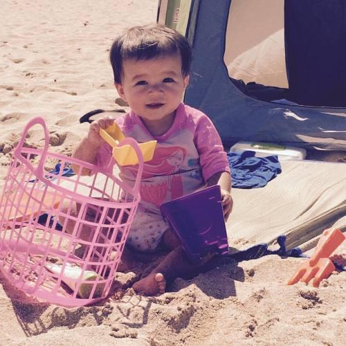 Beach baby #NorthShoreLaborDayWeekend (at Waimea Bay Beach Park)