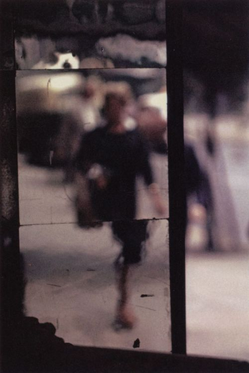 liquidnight: Saul Leiter Shopper, 1953. From Saul Leiter (Steidl)