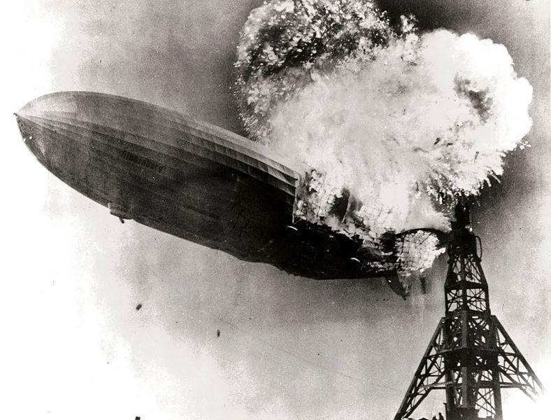 ヒンデンブルク号爆発の瞬間
