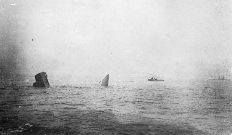 本海戦で爆沈したイギリス巡洋戦艦「インヴィンシブル」