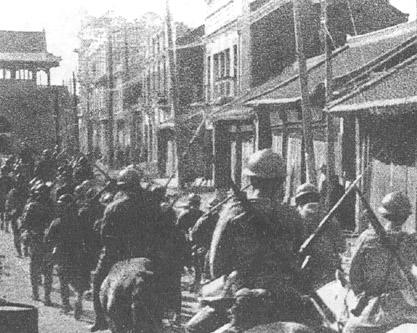 満洲事変で瀋陽に入る日本軍。