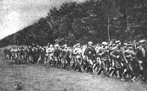 進軍するポーランド人民軍