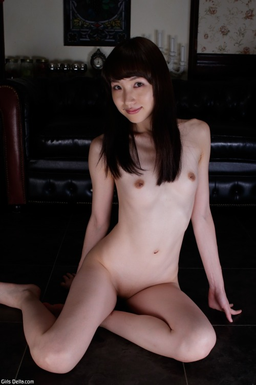 Sweet and tasty naked Asian ass and bald cameltoe pussy 1