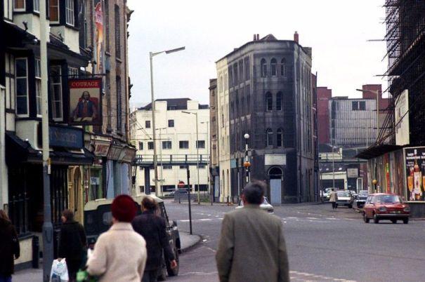 45 amazing photos capture street scenes of bristol england in 45 amazing photos capture street scenes of bristol england in the early 1970s fandeluxe Gallery