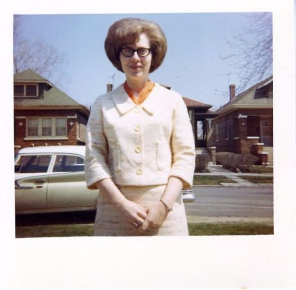 35 interesting vintage snapshots of 1960s women with bouffant hairstyle. c4f4c555a