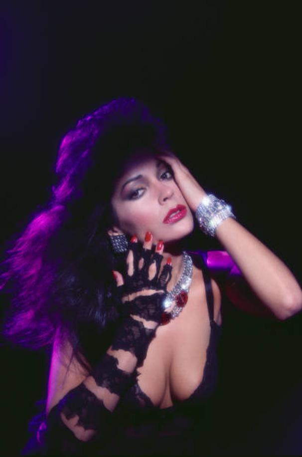 Celebrity porn archive hot swimsuit hew apollonia kotero
