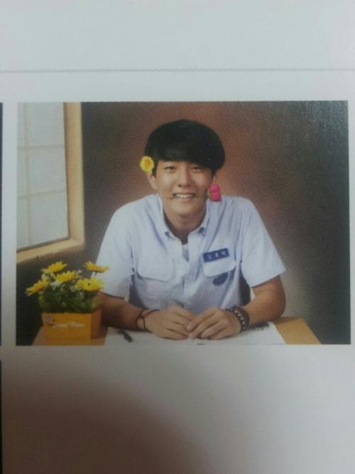 """charisma-hanbin: """" [unseen] Donghyuk -""""- Oh so beautiful hahaha (©Dc) """""""