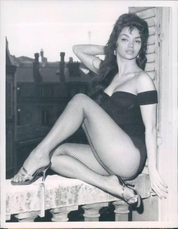 nude Legs Vida Ghahremani (17 pics) Porno, 2019, cleavage