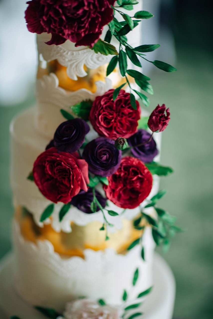Jewel Tone Lace Sugar Flower Wedding Cake I Mischief Maker Cakes #weddingcake #cake #wedding #luxurywedding #luxuryweddingcake  #sugarflowers #sugarflower #lace #mischiefmakercakes #themischiefmaker