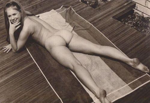 "nofrillsretro: ""Christa Free, 1970s nudie cutie "" !"
