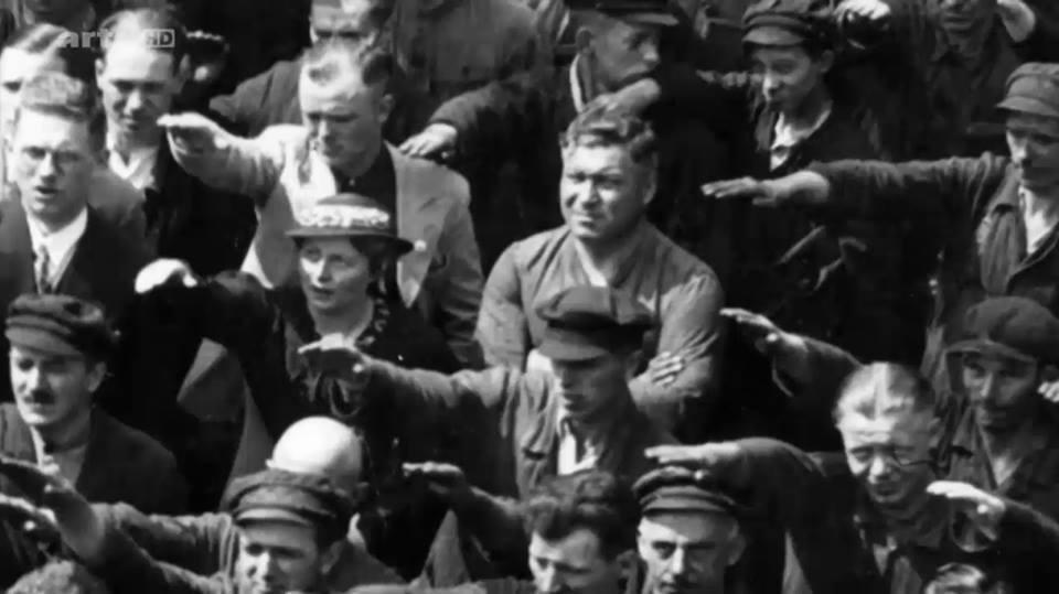 L'immagine è famosissima. In una folla di mani alzate nel saluto nazista, durante il varo di una nave da guerra, alla presenza di Adolf Hitler, c'è un solo uomo che non saluta, che non grida Sieg Heil. L'uomo si chiama August Landmesser, iscritto al...