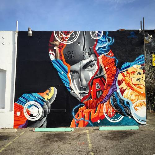 """impermanent-art:Tristan Eaton's ATOM mural for The CW's """"Legends Of Tomorrow"""". Behind Meltdown Comics in Hollywood."""