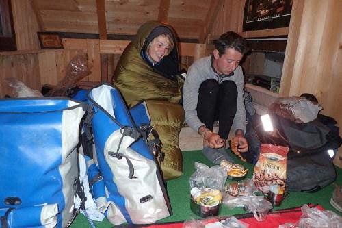 Heureusement qu'on ne dort pas sous la tente, ça caille !