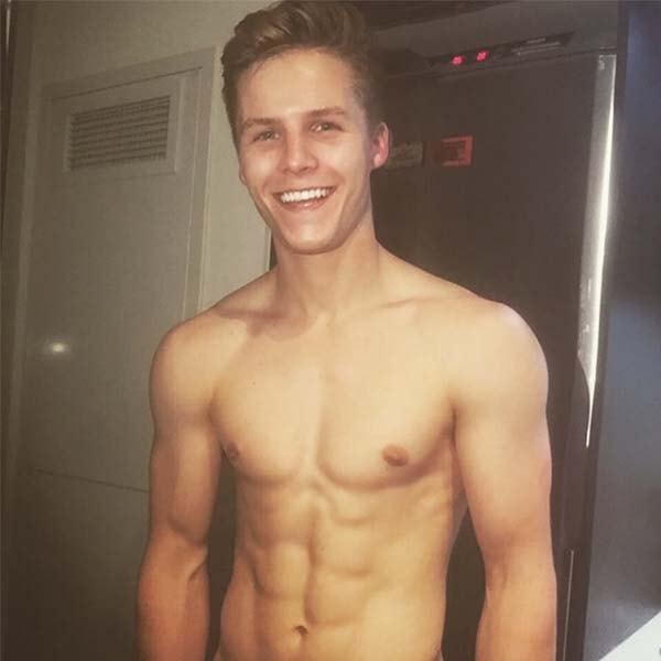 Youtuber Branden Sholtzy barriga definida