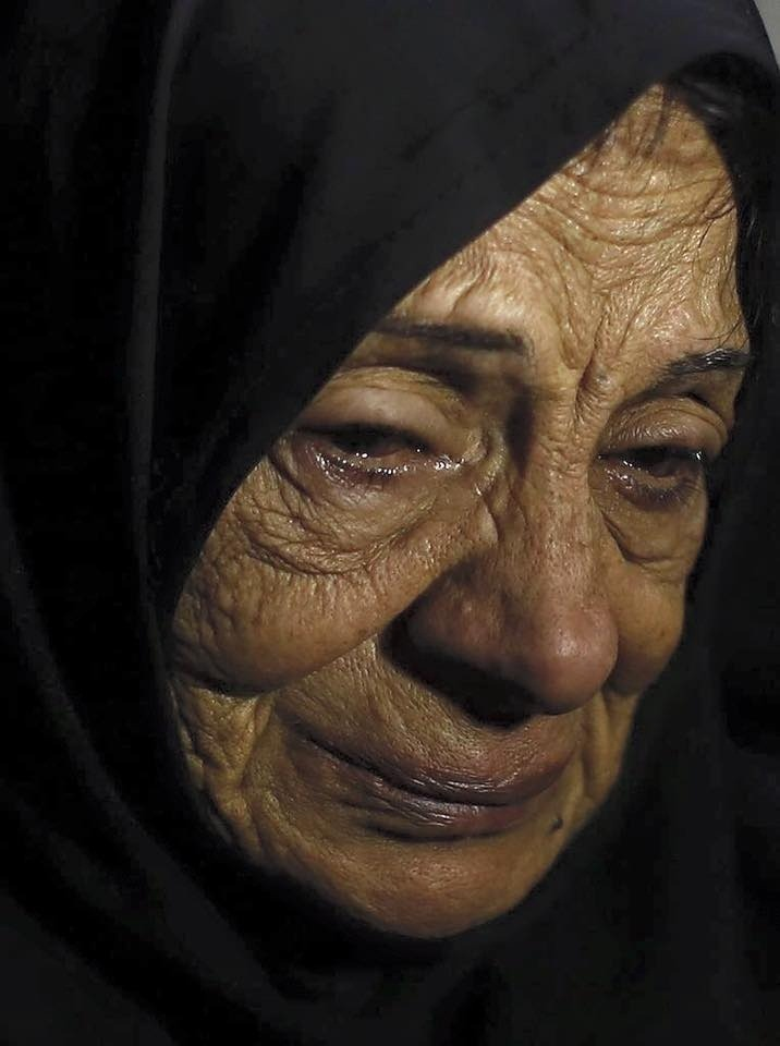 Madre Palestina E' un volto-simbolo di tutte le madri, nonne, spose palestinesi, che da oltre 70 anni vedono morire i propri cari sotto i colpi delle forze sioniste, in una delle più longeve storie di occupazione coloniale occidentale degli ultimi...