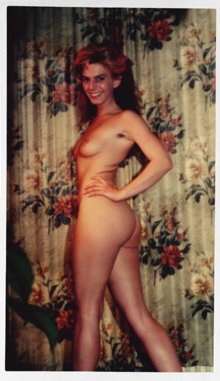 "oncewerewomen: ""Naked amateur "" Vava voom!"