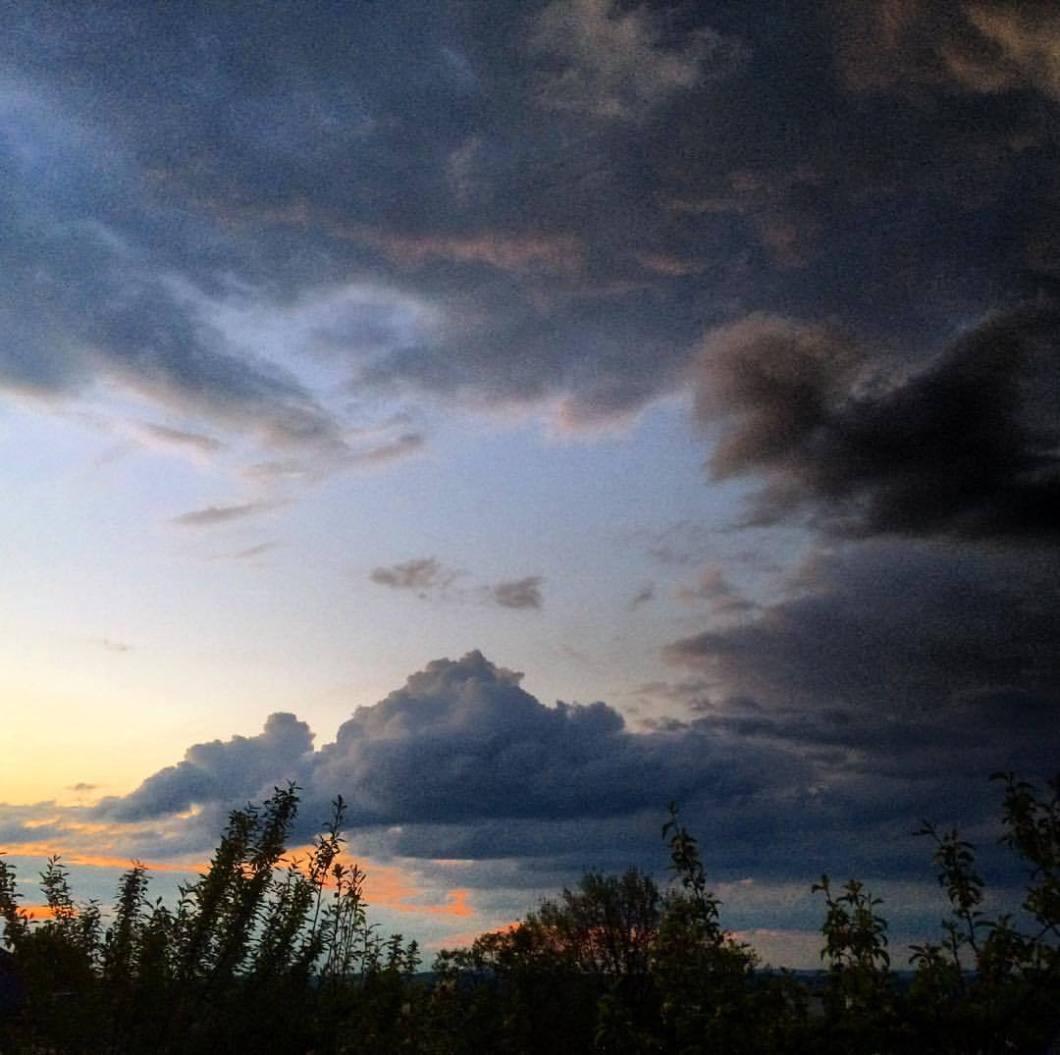 Sieben Hügel, Bielefeld. #photooftheday #onephotoaday #photography #iphoneonly #iphonephotography #iphonography #colorphotography #nature #natur #naturfotografie #naturephotography #landscape #sunset #sonnenuntergang #sonne #sun #clouds #bielefeld #owl #teutoburgerwald (hier: Sieben Hügel)