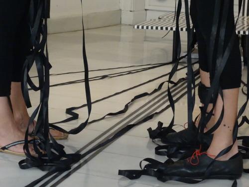 """NoDOS(3) presenta en Galería Punto, una propuesta ad hoc para la exposición """"Stripe-generators"""" de Cristina Ghetti. VER VÍDEO AQUÍ: https://vimeo.com/192686040 Acción #1 La propia artista, junto con Julio Sosa y Elia Torrecilla, plantean su primera..."""