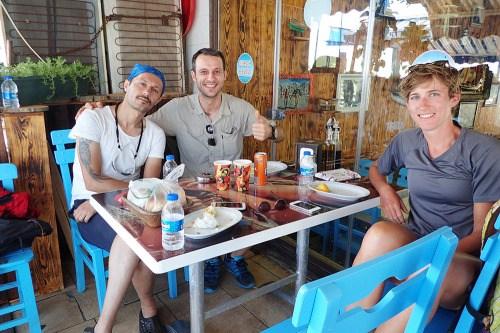 Pause dîner avec des amis de Mélih, rencontré la veille