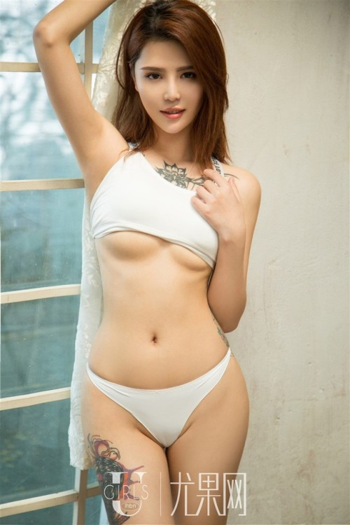 Sexy busty Chinese babe Youna Na wearing white lingerie 1