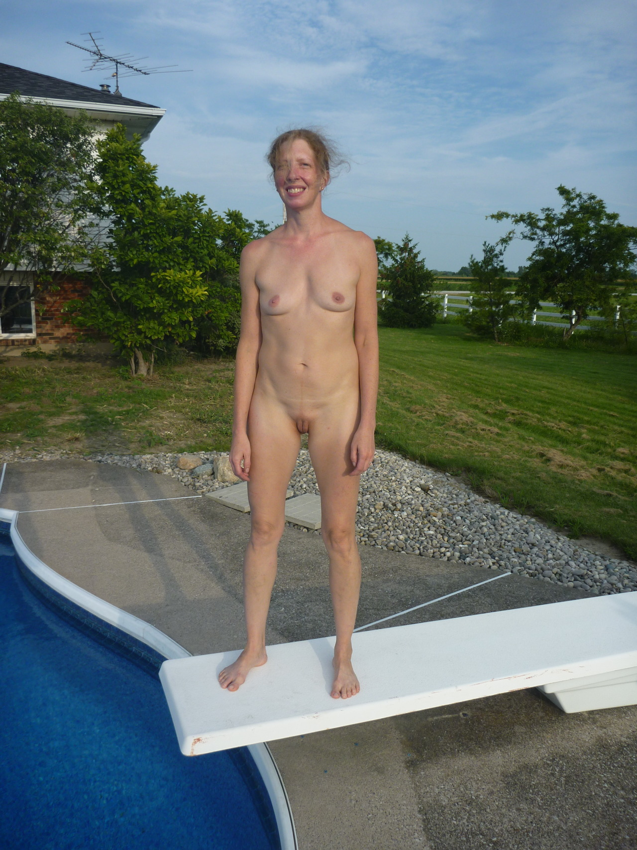 hal47691:  dudenopants:  just standing on the diving board  Very...