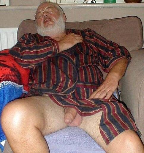 butchdad:Dad likes to pretend that he falls asleep in the living room so he can expose himself to me. Then he pretends not to see me jerking off at the site of his manhood. It's a game we've been playing since he moved in with me a few months back after my stepmom divorced him.Open robe kings