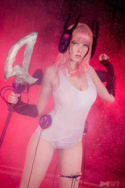 broken by Saki-Kisu  Check out http://hotcosplaychicks.tumblr.com for more awesome cosplay