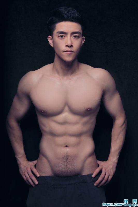 igg269:  mantop106911:  擁有超高顏質跟厚實大胸肌完美腹肌的微博網紅超帥直男天菜男模..私密屌照外流看起來整...