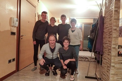 L'équipe en tenue de soirée avec Nico et Béa