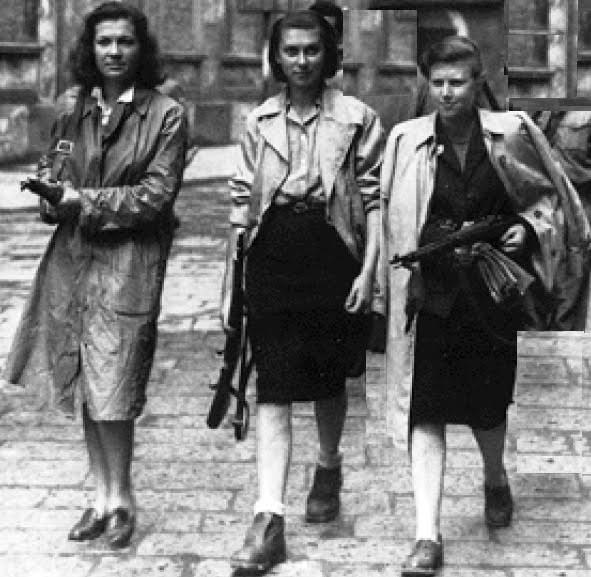 Giovani partigiane, 1945
