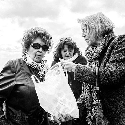 Ooooohhhh 😮#photooftheday #onephotoaday #photography #fujix100t #monochrome #swfotografie #blackandwhite #blackandwhitephotography #social #socialphotography #people #peoplephotography #portrait #streetphotography #streetstyle #gesellschaft #ausflug #flugshow #owl #teutoburgerwald #bielefeld #oerlinghausen #flugplatz #photographerslife #lifeofaphotographer (hier: Oerlinghausen Airfield)