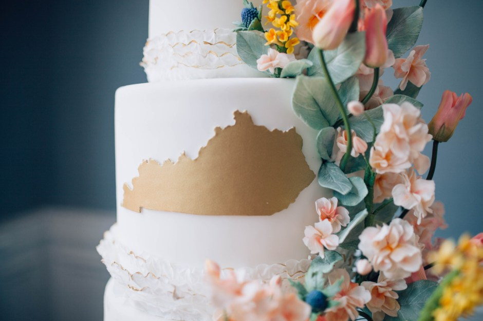 Kentucky Themed Wedding Cake I Sugar Flower Wedding Cake I Tulip Wedding Cake I Goldenrod Wedding Cake I Mischief Maker Cakes  #mischiefmakercakes #themischiefmaker #bemischievious #kentuckywedding