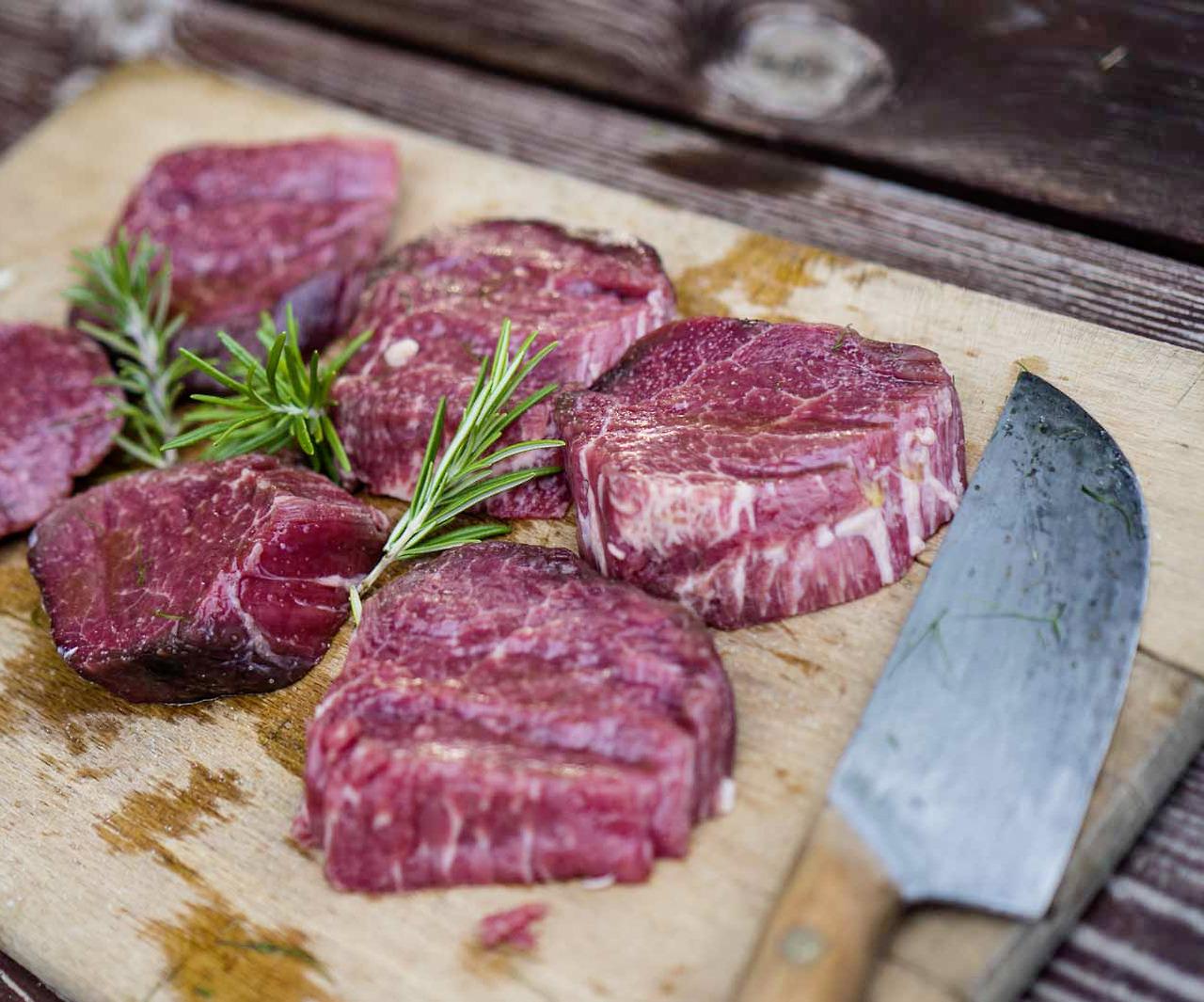 juicy beef tenderloin, perfectly grilled. 🐂🍴😋