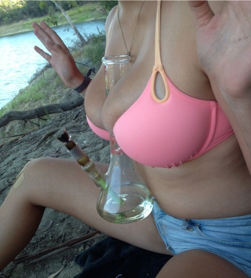 themarijuanas:How to hold a bong with tits