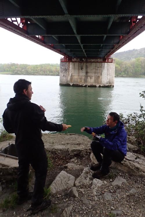 Le Bonheur par temps pluvieux, c'est de trouver un pont pour la pause de 11h !