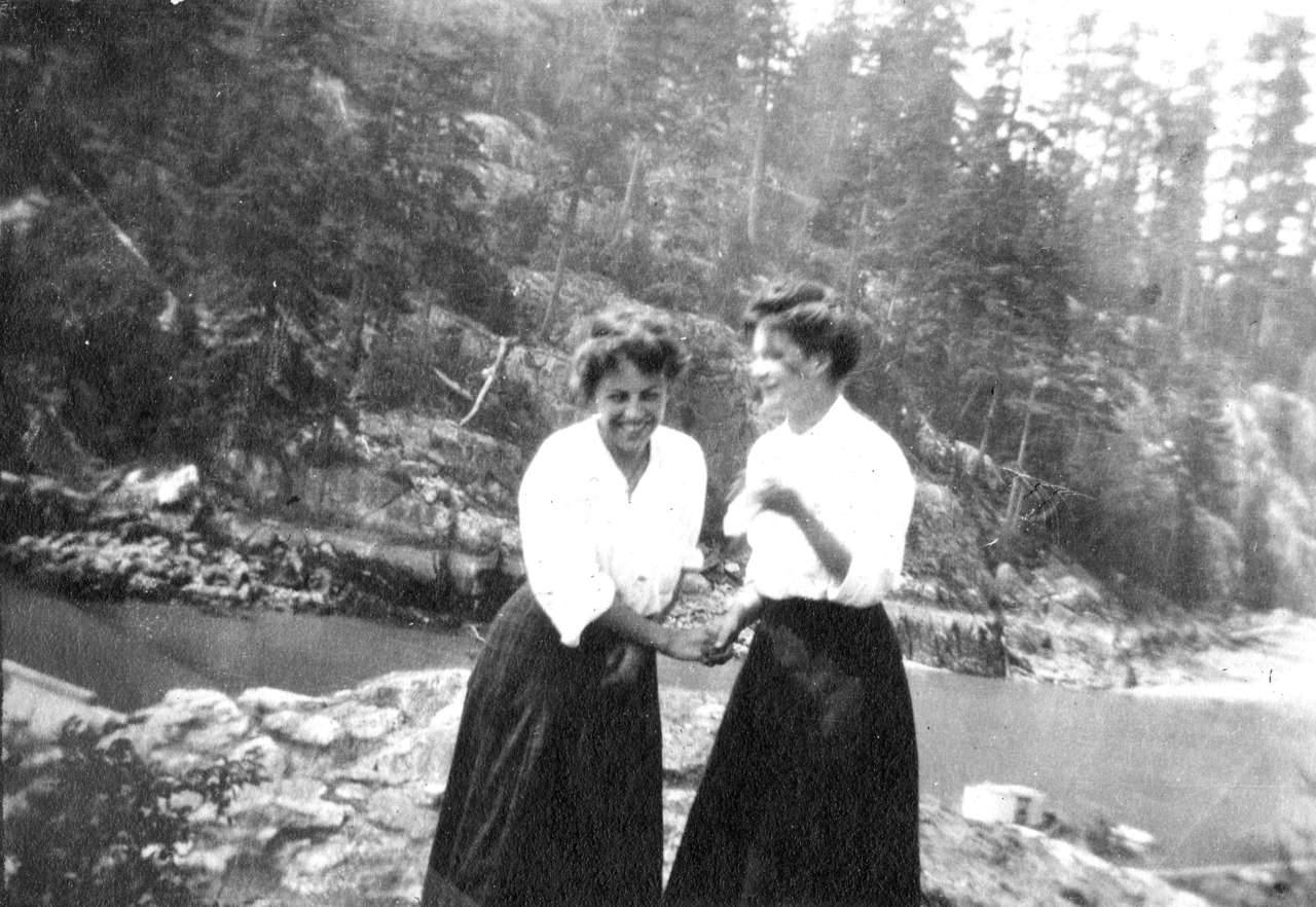 Mae Nickson and Ruth Purdy, Vancouver, 1917