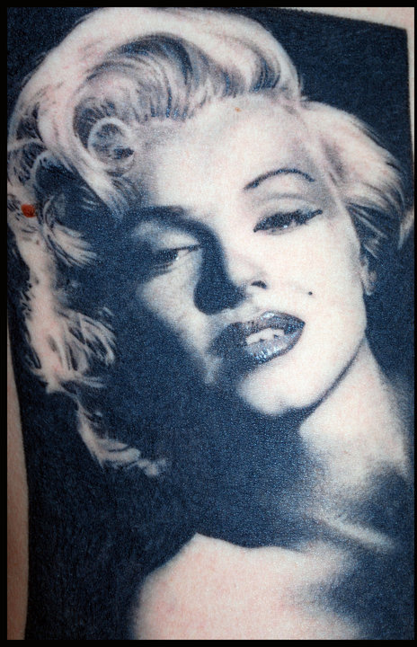 Giving Pic Marilyn Tattoo