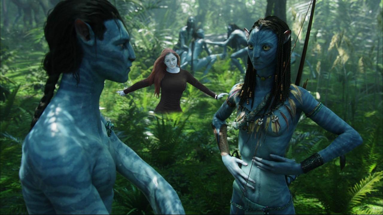 Muito antes de Nana Gouvêa e o furacão, Avatar já sensualizava os Smurfs para o mundo (mas aí tudo bem, porque mostrar peito azul não dá nada) em um filme que gastou todos dólares em efeitos culhudos e teve que reciclar o roteiro de Dança com Lobos...