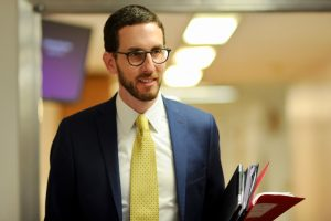"KBS 8916 Under a new bill being proposed in California, sex offenders would not have to automatically register as sex offenders if the offenders are within 10 years of age of the minor.  This is  ""to end blatant discrimination against LGBT young people regarding California's sex offender registry""  Senator Scott Wiener claims."