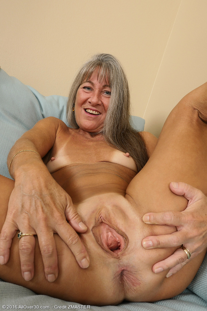 Nackt mature pussy Sexy Moms