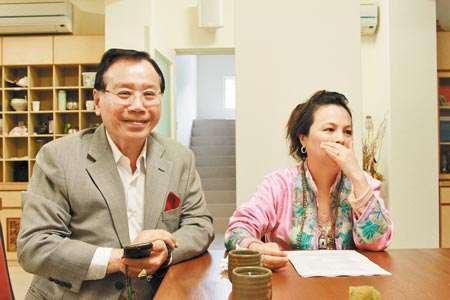 滿心歡喜 ↑ 經濠的父親蔡友文(左)與母親尤黎珠(右)都是虔誠的藏傳佛教徒。 (陳雨鑫攝)
