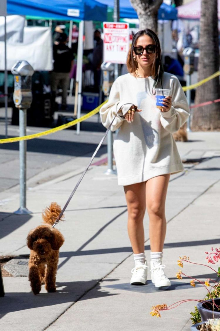 Inanna Sarkis Walking Her Dog At Alfred's In Studio City