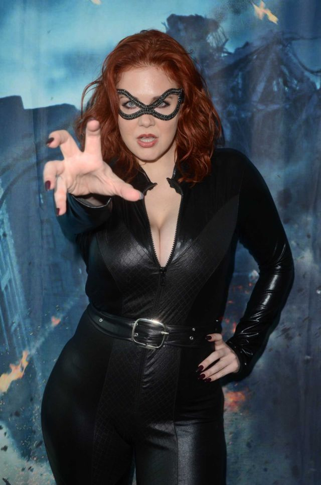 Catwoman Maitland Ward At Comic Con Revolution
